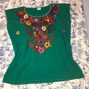 Tops - Mexican embroidered kelly green top. S/M